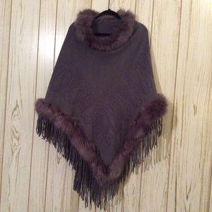 Jackets & Blazers - Poncho Xl Beautiful faux fur collar OS